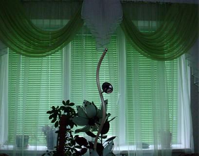 горизонтальные жалюзи в гостинной